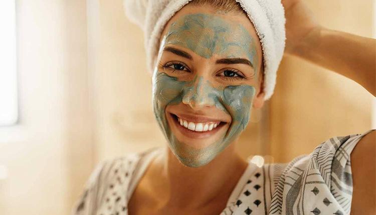 Evde yüz bakım maskeleri nasıl yapılır dekolte güzelliği için balı deneyin!