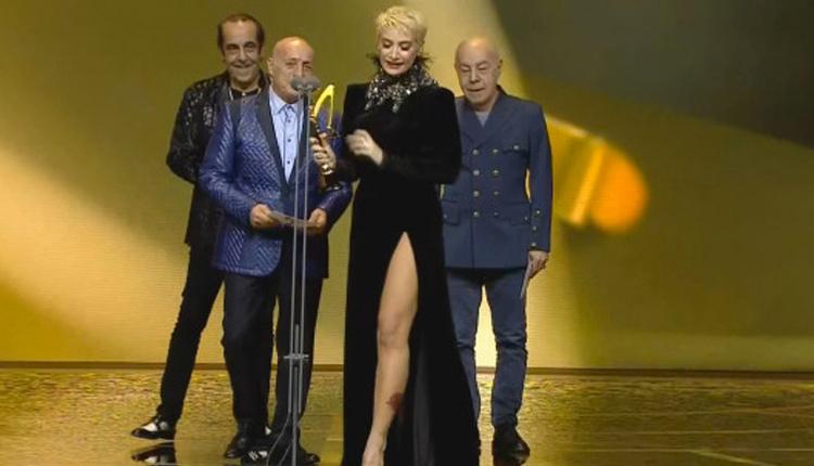 45. Pantene Altın Kelebek Ödülleri töreninde Sıla dekoltesinin azizliğine uğradı!
