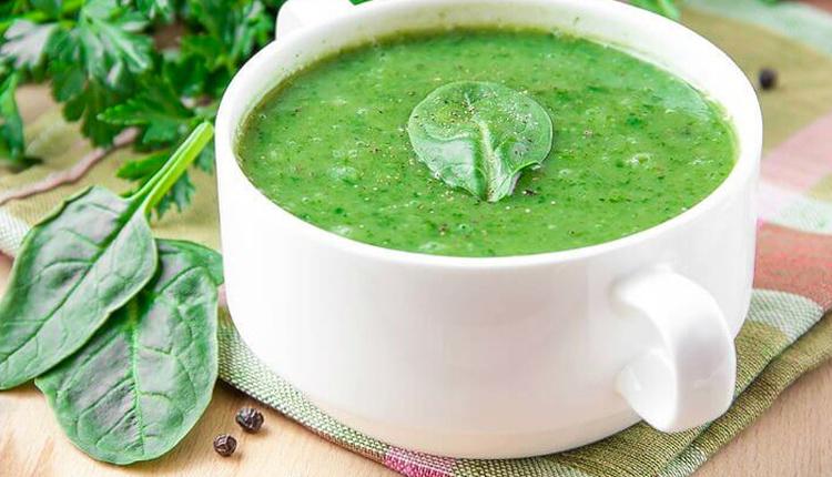 Kremalı ıspanak çorbası tarifi hafif ve lezzetli başlangıçlar için...