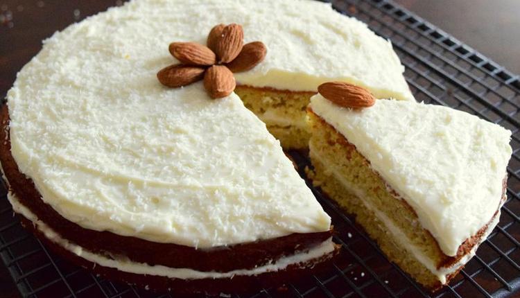 Elmalı bademli kek tarifi tadıyla mest ediyor!