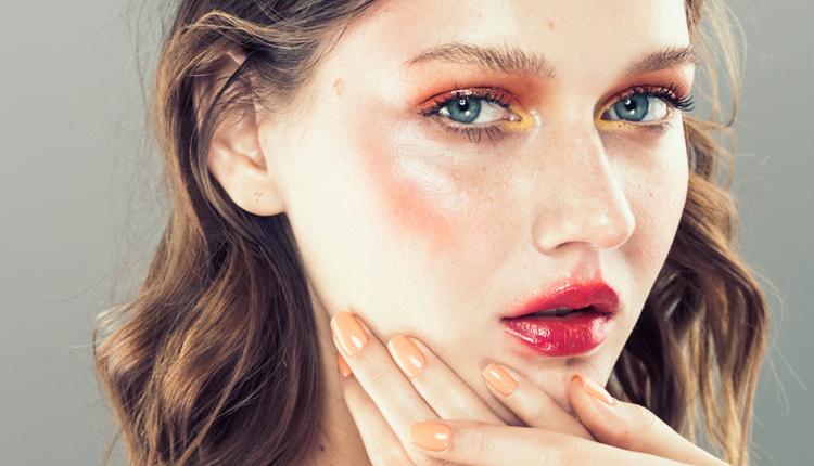 Aydınlatıcı makyaj nasıl yapılır doğal ışıltılı bir görünüm için nemlendirici şart!