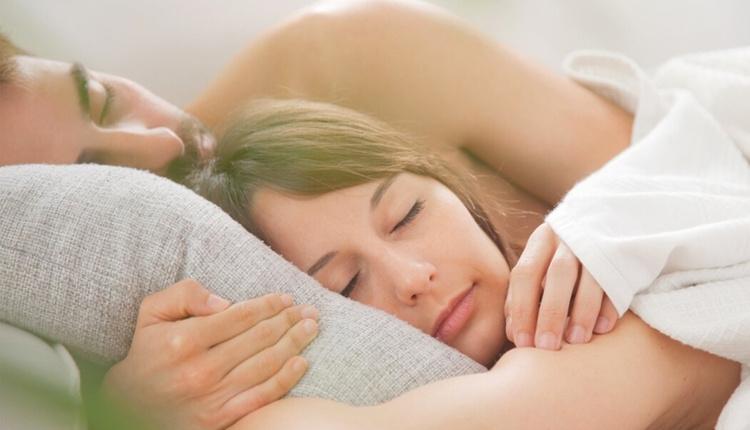 Çiftler nasıl aynı anda orgazm olur göz teması kurun!