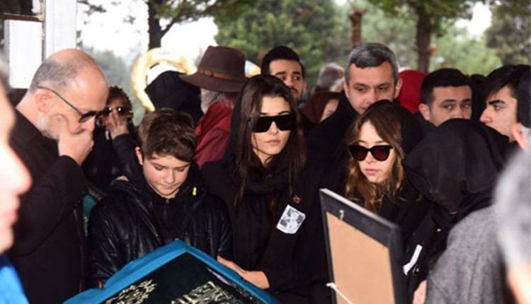 Hande Erçel'in annesinin cenazesine giden Burak Deniz'in görüntüsü yürek burktu