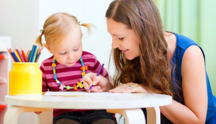 Çocuğa yabancı dil nasıl öğretilir duyarak ve tekrarlayarak öğrenirler!