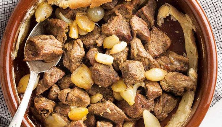 Papaz yahnisi tarifi farklı lezzetlere açık olanlar için bizdeki soğan yahnisi!