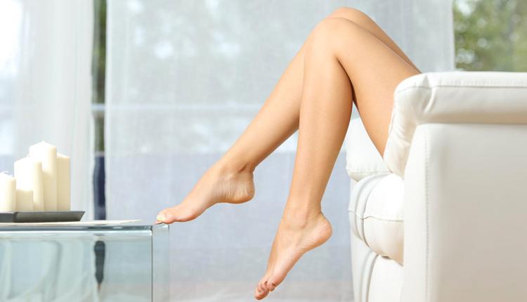 Evde şekerli vücut peeling yaparak cildi hem nemlendirin hemde yumuşatın!