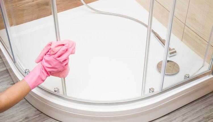 Bulaşık deterjanı ve sirke ile duşakabin temizliği kireçler geri gelmiyor!