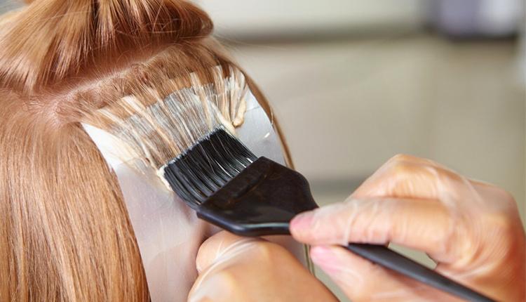 Evde saça ombre nasıl yapılır saç renginizden 2 ton açık renk boya alın!