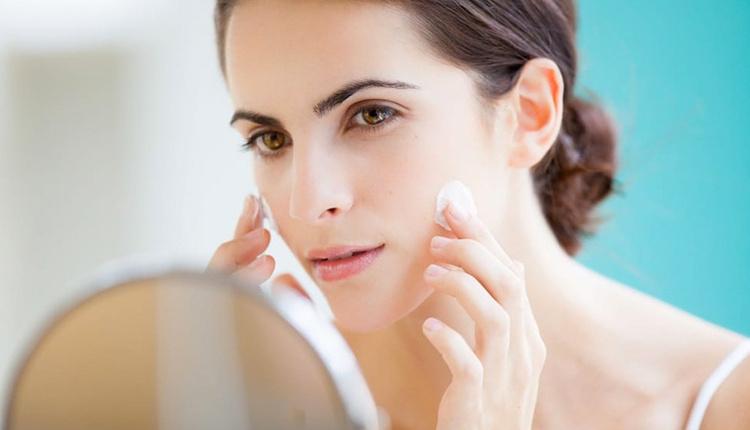 Vazelinin cilde faydaları yumuşacık pürüzsüz bir cilt için...