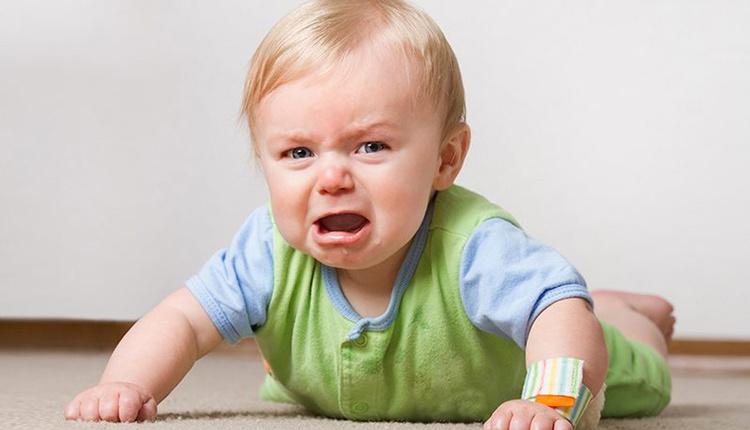 Bebek yataktan yada kanepeden düşerse yapmamız gereken 10 şey!
