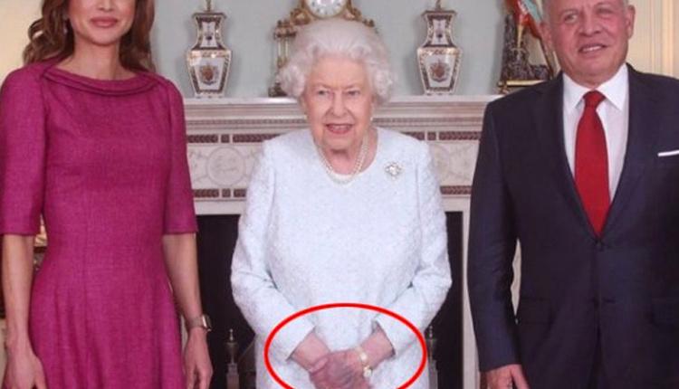 Kraliçe Elizabeth'in elindeki morluk İngilizleri ayağa kaldırdı!