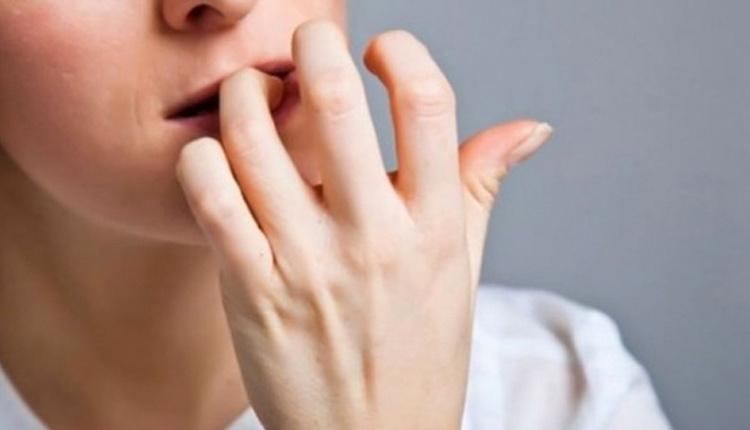 Tırnak yeme alışkanlığı nasıl bırakılır sarımsak sürerseniz...