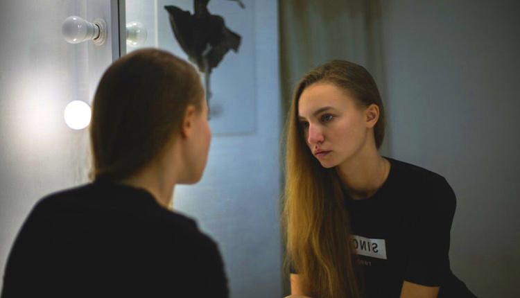 Dismorfofobi (Ayna) hastalığı belirtileri neler sürekli aynaya bakıyorsanız...