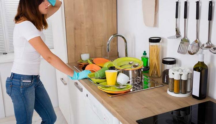 Kurumuş yemek kalıntıları nasıl giderilir pişirme sodasıyla yıkarsanız...