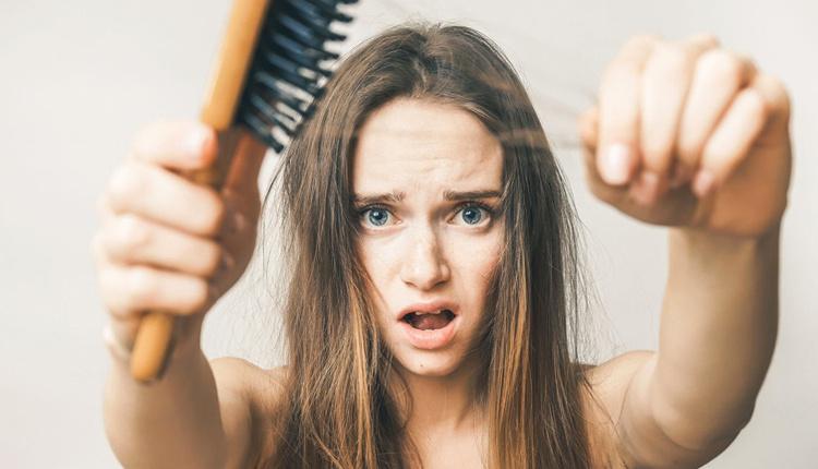 Saç dökülmesi nedenleri hastalık habercisi olabilir!