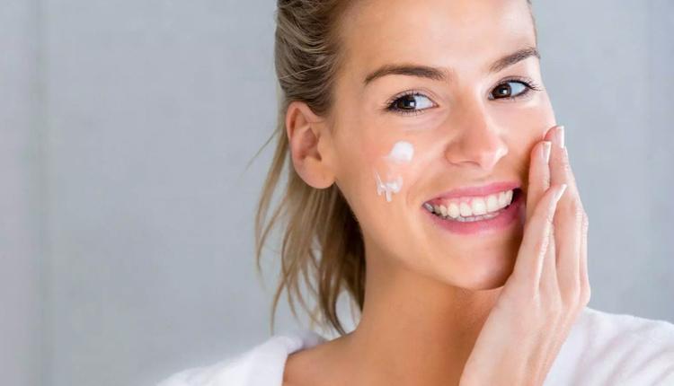 Pürüzsüz bir cilde sahip olmanın sırrı bu bakımlarda saklı!