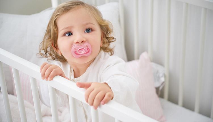 Bebekler emzik kullanmalı mı damak gelişimini destekliyor!