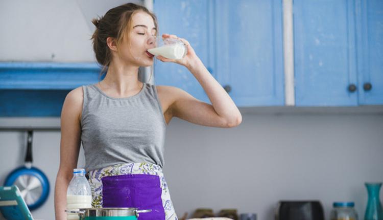 Süt kemikleri güçlendirir mi eritir mi?