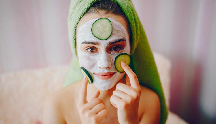 Evde gözenek temizlememek için maydonoz maskesini kullanın!