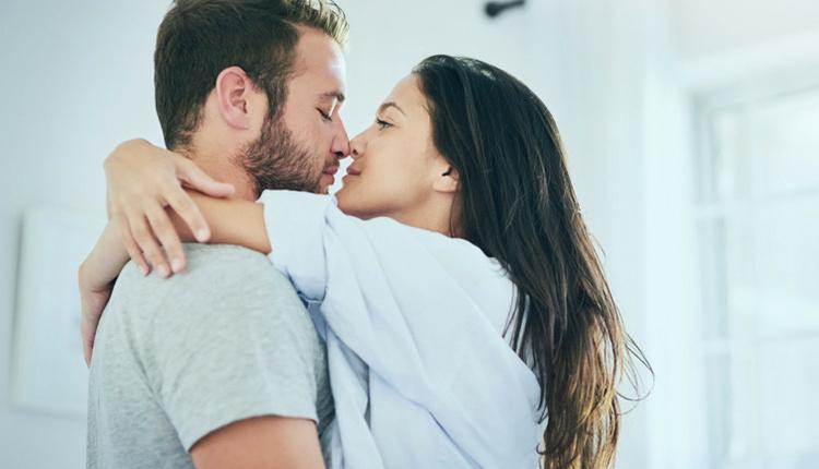 İyi öpüşmek için yapılması gerekenler dilinizi kullanın!