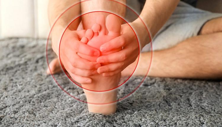 Ayak mantarını geçirmenin doğal yolları elma sirkesiyle yıkayın!
