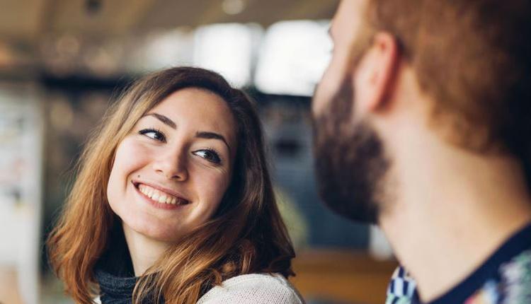 Hoşlandığı erkeği etkilemek isteyen kadınlara 5 tavsiye!