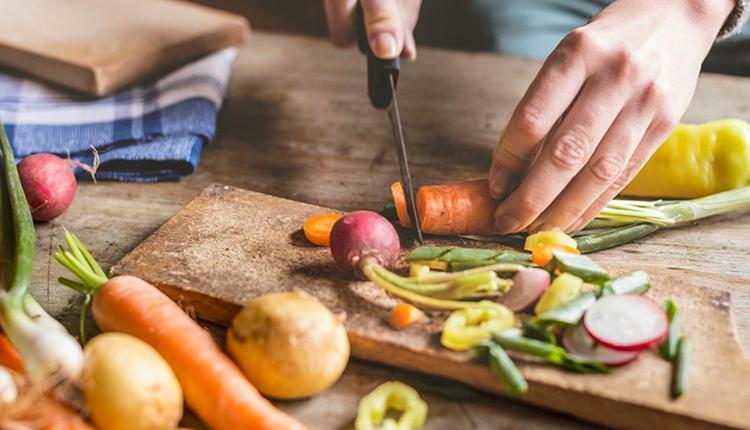 Mutfakta zaman kazandıran püf noktalar kuruyemişlerin bozulmasını istemiyorsanız...