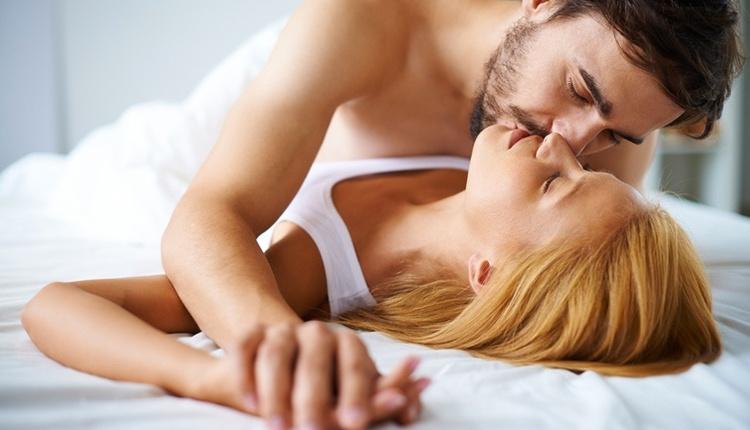 Erkekler yatakta nelerden hoşlanır sabah sevişmelerine bayılıyorlar!