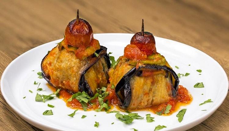 Etli patlıcan bohçası tarifi midenize ziyafet yaşatacaksınız!