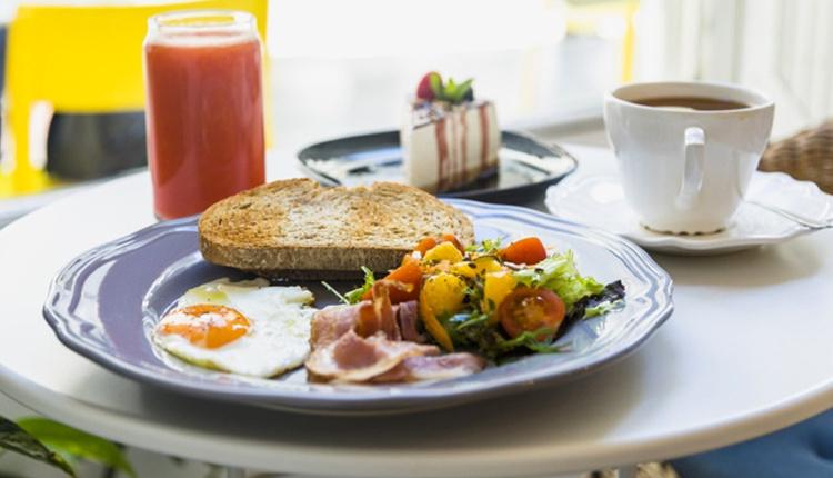 Yumurta pizza tarifini sabah kahvaltıda bir de bu şekilde deneyin!