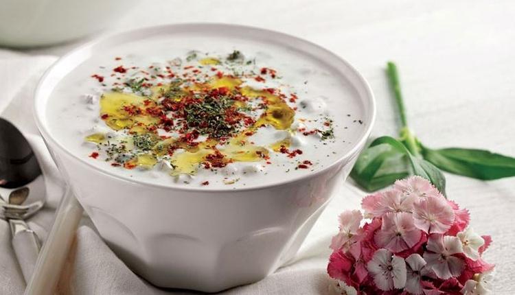 Yaz sıcaklarında bunalanlar için soğuk çorba tarifi!