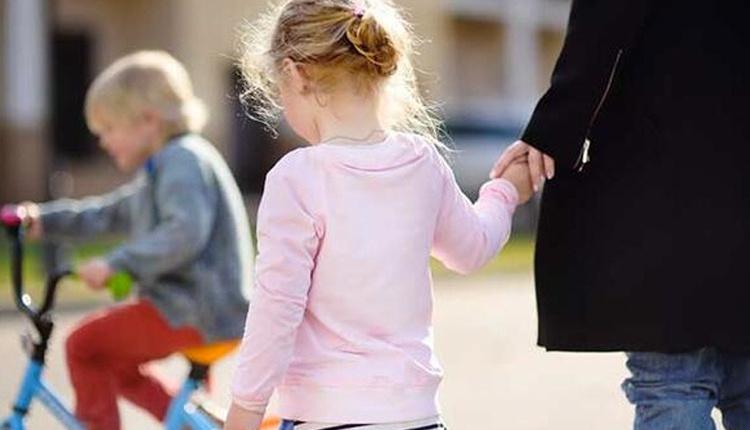 Çocuklara yol güvenliğini öğretmenin püf noktaları neler oyuncakları kullanın!
