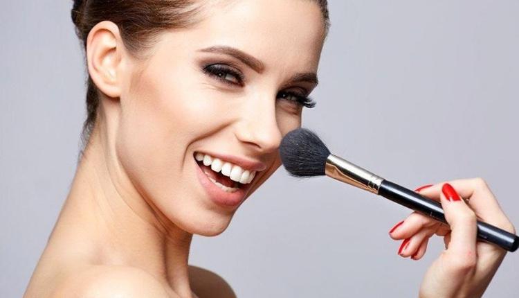 Sade ve çekici makyaj nasıl yapılır? Yüzünüzü renklendirin!