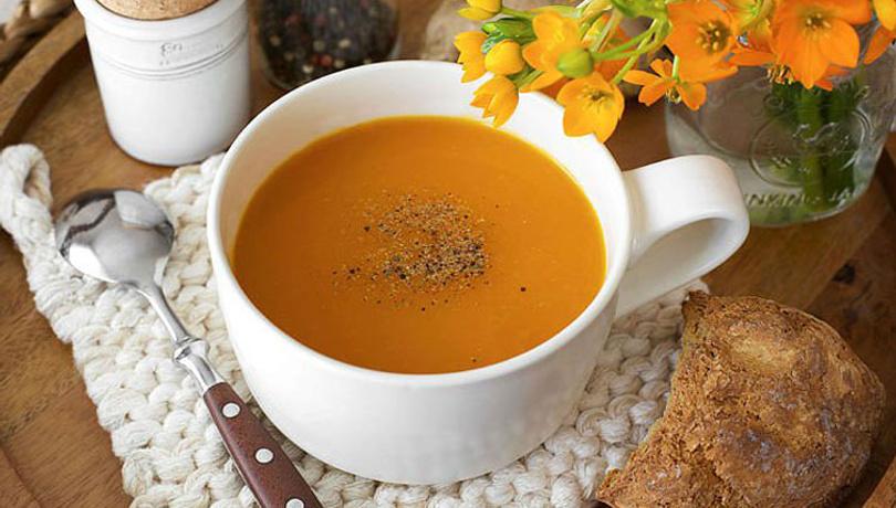 İçinizi ısıtacak bir kış lezzeti; zencefilli havuç çorbası!