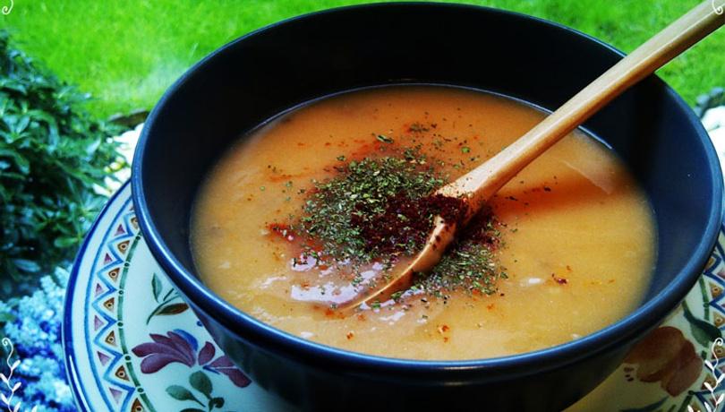 Farklı bir lezzet arayanlara kıymalı tarhana çorbası tarifi