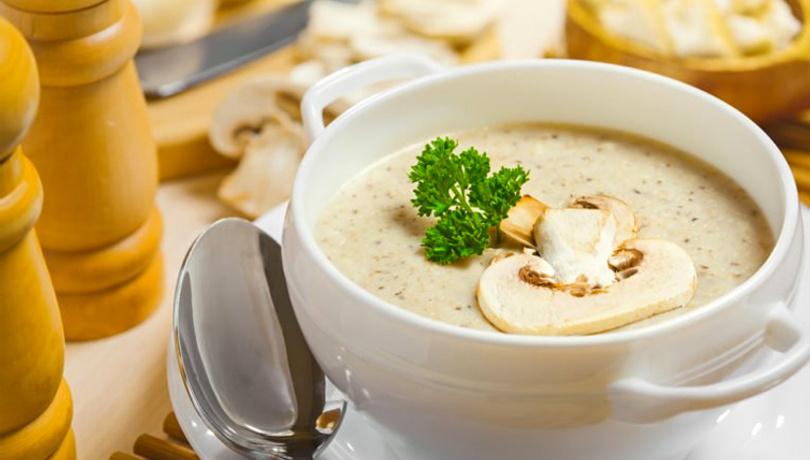 Sofraların vazgeçilmezi sütlü mantar çorbası