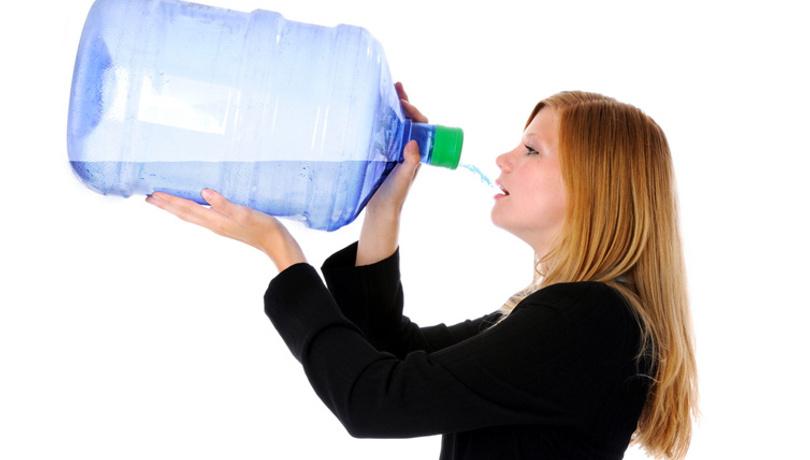 Plastik damacanadan su içenler dikkat!