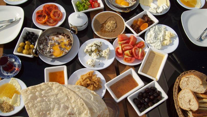Kahvaltıdan kalkmak istemeyeceksiniz: Çemen tarifi