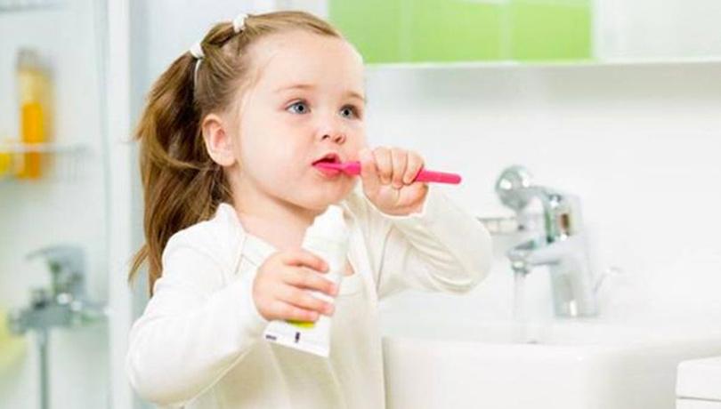 Çocuklar ne sıklıkla dişlerini fırçalamalıdır?