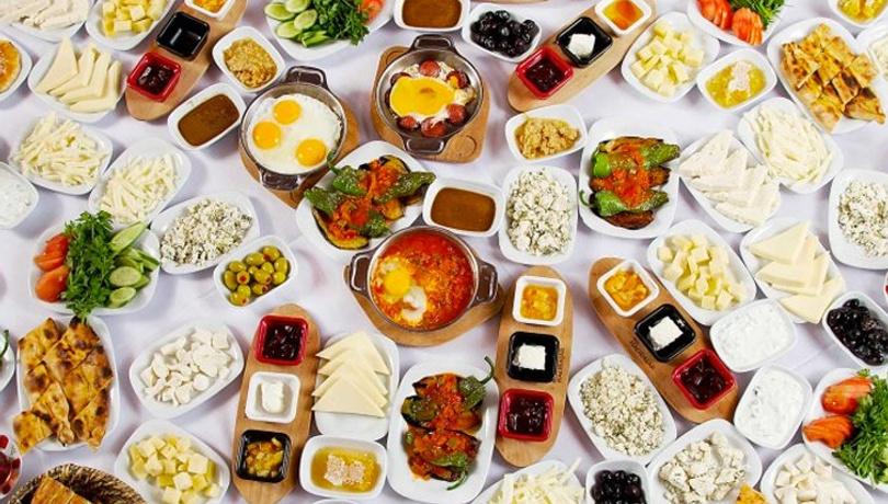Kahvaltıda enfes lezzet: Domates soslu sosis tarifi!