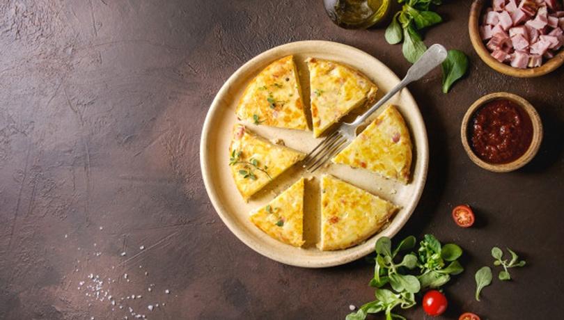 Kahvaltı için patatesli omleti birde böyle deneyin!