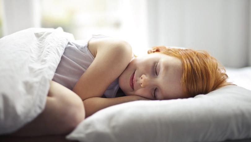 Çocuğunuz uyurken garip sesler çıkarıyorsa...