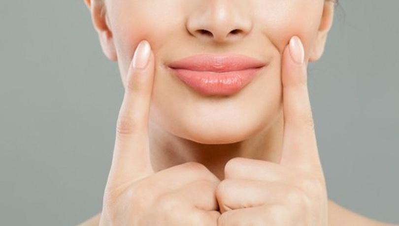 Şeker peelingi ile dudaklarınızı nemlendirin!