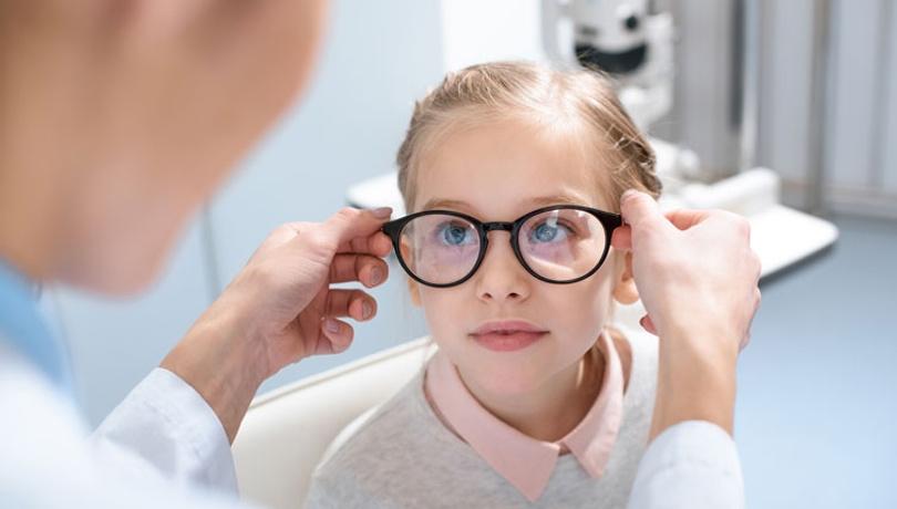 Çocuklara gözlük takmayı alıştırmanın pratik yolları!