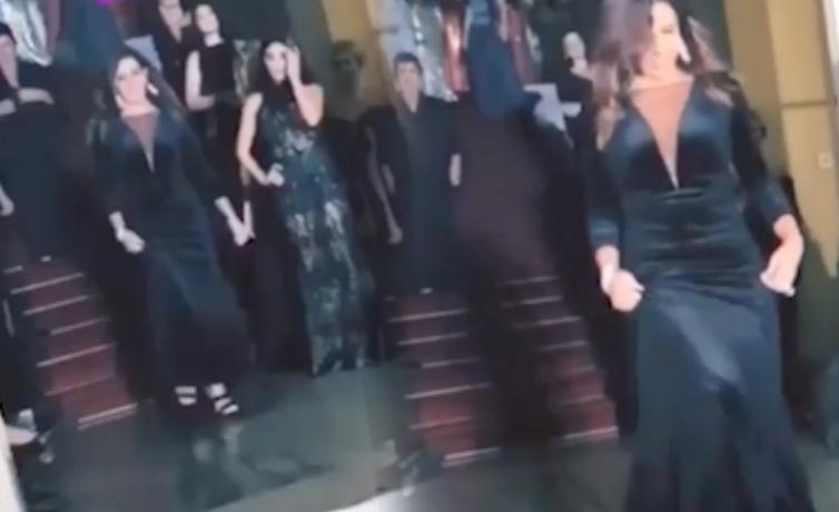 Acun Ilıcalı'nın eski eşi Zeynep Yılmaz Zeynep Kartal'ın defilesinde yürüdü!