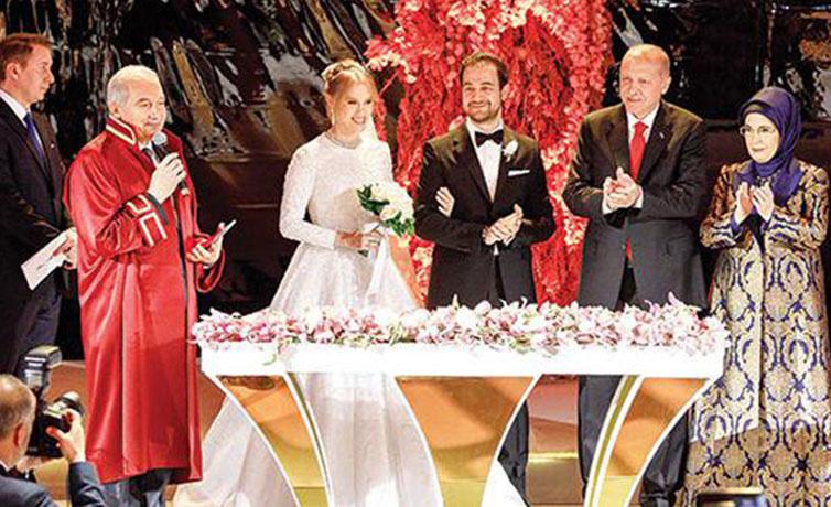 Yıldırım Demirören'in kızı Yelda Demirören Haluk Kalyoncu ile Çırağan'da evlendi!