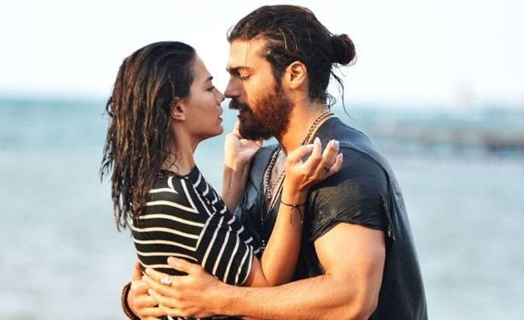 Can Yaman Demet Özdemir'in aşkı havuzda ortaya çıktı amcası havuzda video çekti!