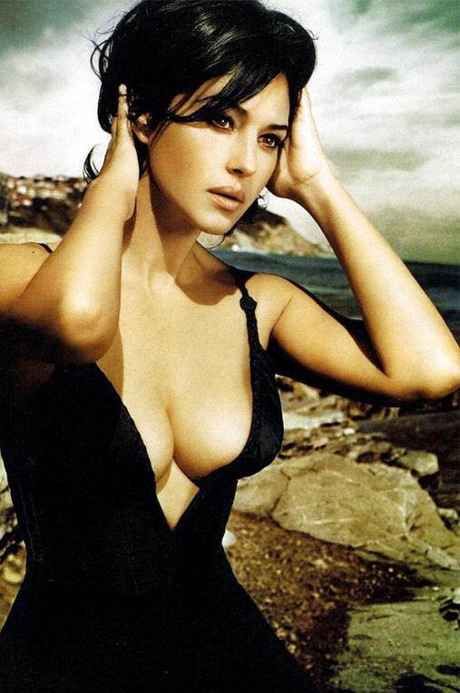 Голая Моника Беллуччи занимается сексом - видео